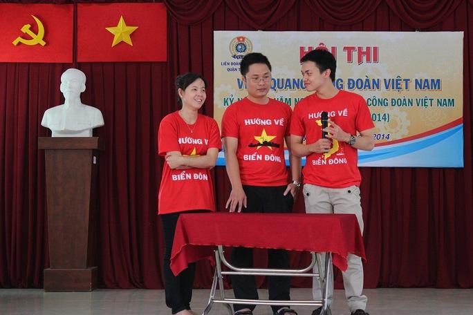 Phần thi hỏi đáp âm nhạc truyền của CĐ phòng Quản lý đô thị quận Tân Phú ẢNH: L.THÚY