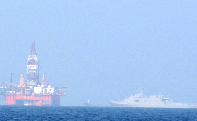 Trung Quốc đã điều tàu hộ vệ tên lửa vào gần giàn khoan Hải Dương 981 (ảnh) hạ đặt trái phép trong vùng biển của Việt Nam - Ảnh: HOÀNG DŨNG