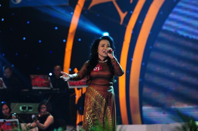 Bà Nguyễn Thị Thanh Hà (69 tuổi) ấn tượng với ca khúc Đường chúng ta đi.