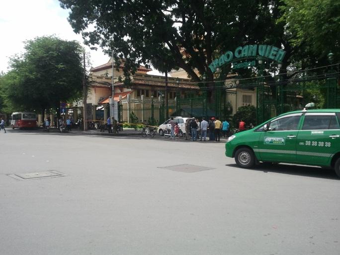 Nơi xảy ra án mạng làm chết 1 người vào sáng 6-8, trước cổng Thảo Cầm viên trên đường Nguyễn Bỉnh Khiêm, phường Bến Nghé, quận 1 – TP HCM.