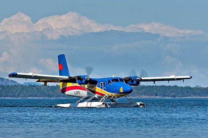 Thủy phi cơ DHC6 của hải quân Việt Nam đã cất cánh từ Phú Quốc để xác định vật thể màu vàng ở khu vực tìm máy bay Malaysia mất tích