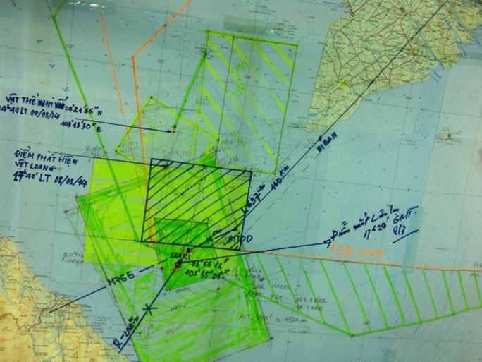 Toàn cảnh sơ đồ tìm kiếm chiếc máy bay Malaysia mất tích, từ điểm mất tín hiệu tới điểm phát hiện vết nghi dầu loang và vật thể lạ màu vàng - Ảnh: Tô Hà