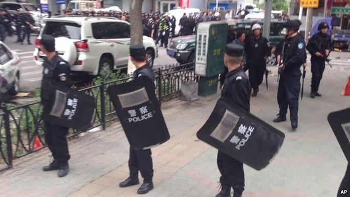 Trung Quốc triển khai chiến dịch chống khủng bố. Ảnh: AP