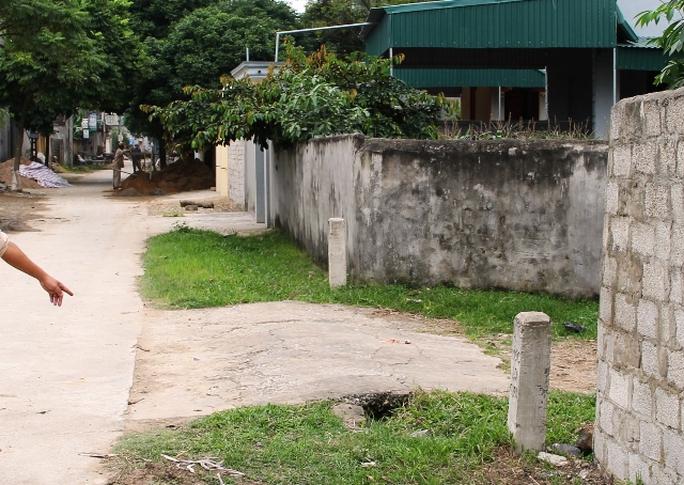 Đoạn đường nơi người dân xã thôn Trung Hòa, xã Hoằng Trinh phát hiện và đánh chết rắn lục đuôi đỏ