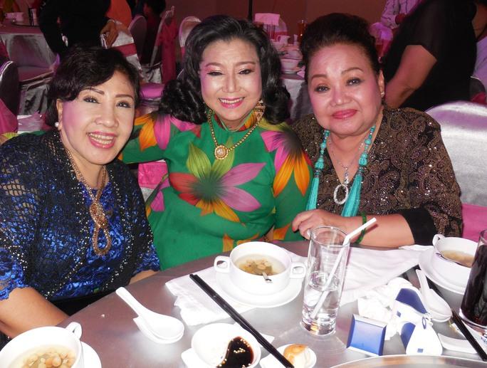 Ba NSND: Lệ Thủy, Kim Cương, Ngọc Giàu tại tiệc cưới con gái NSƯT Minh Vương