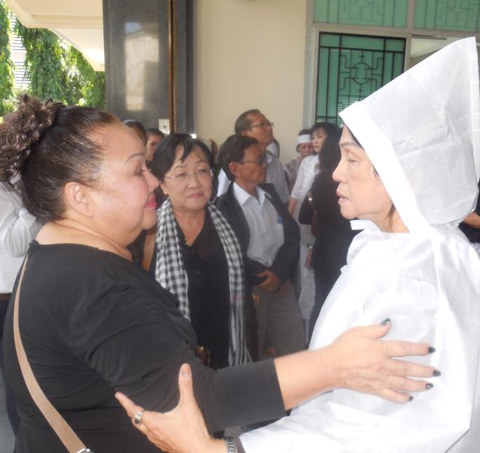 NSND Ngọc Giàu và đạo diễn Hồng Dung chia buồn cùng gia đình nhà thơ -soạn giả Kiên Giang
