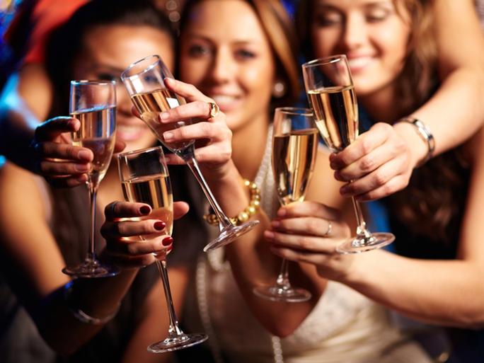 Cách uống rượu, bia ít gây hại sức khỏe trong kỳ nghỉ