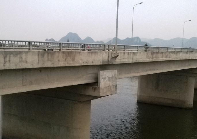 Cầu Bồng Lạng nơi chị N gieo mình xuống sông Đáy tự tử