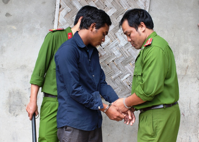 Công an huyện Hướng Hóa bắt Hồ Văn Xoang vì hiếp dâm bé gái 13 tuổi
