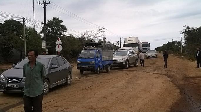 Quốc lộ 14 bị ách tắc dài gần 1km.