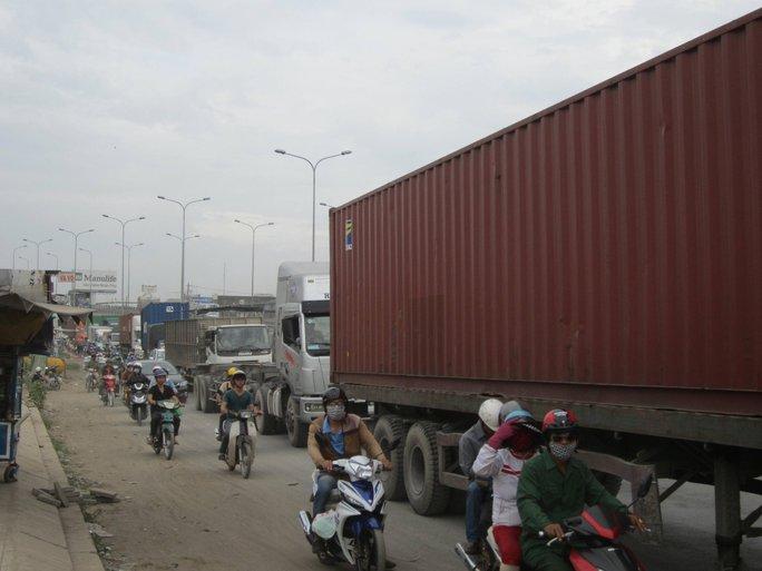Vụ tai nạn làm giao thông bị ùn tắc kéo dài.