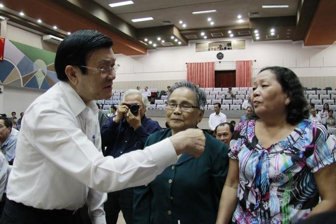Chủ tịch nước Trương Tấn Sang tiếp xúc cử tri quận 4 chiều 2-12