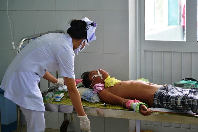 ng đang được cấp cứu tại Bệnh viện Nhi Quảng Nam, sức khỏe đã dần ổn định