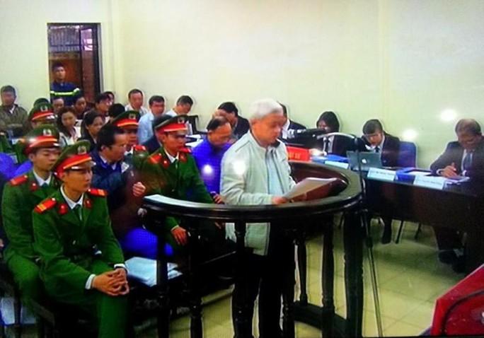 Nguyễn Đức Kiên (bầu Kiên) được nói tóm tắt bản kháng cáo viết tay  dài 26 trang của mình. Ảnh chụp qua màn hình