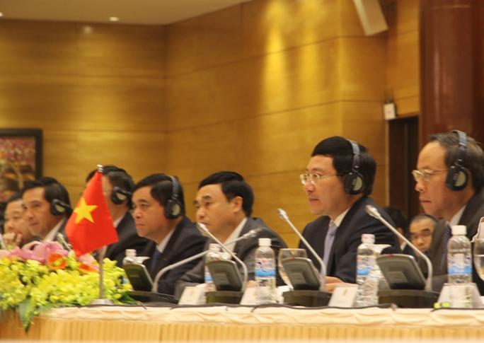 Phó Thủ tướng nhấn mạnh Uỷ ban chỉ đạo hợp tác song phương Việt Nam - Trung Quốc có vai trò rất quan trọng trong điều phối, chỉ đạo các lĩnh vực hợp tác giữa hai nước cũng như giải quyết các vấn đề tồn tại nảy sinh trong quan hệ giữa hai nước.