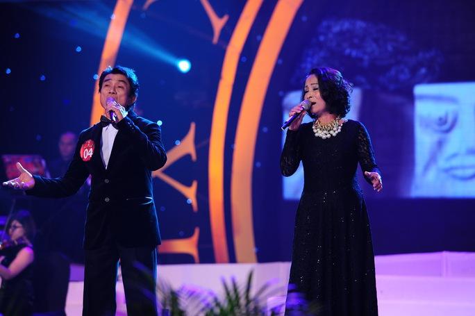 Huyên Chí Bình song ca cùng Kim Thoa trong ca khúc Mười năm tình cũ