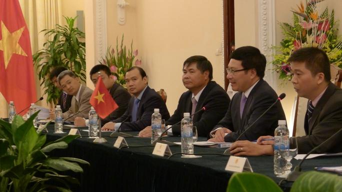 Phó Thủ tướng, Bộ trưởng Ngoại giao Phạm Bình Minh chào mừng Ngoại trưởng Nhật Bản Fumio Kishid