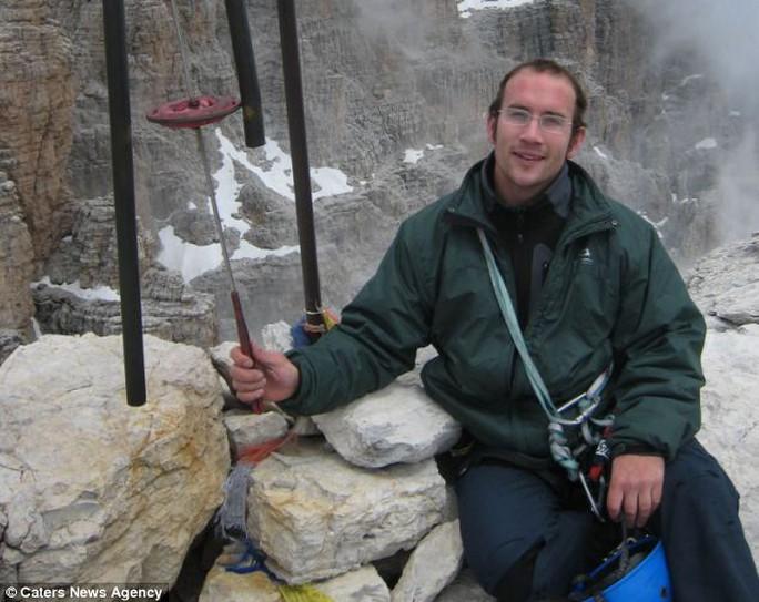 Dan Arkle khỏa thân đón bình minh. Ảnh: Daily Mail