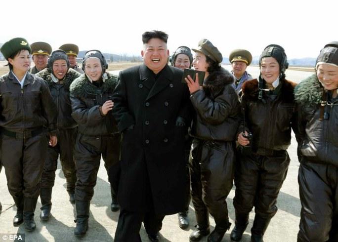Lãnh đạo Kim Jong-un sẽ bỏ trốn sang Trung Quốc nếu chính quyền sụp đổ. Ảnh: EPA