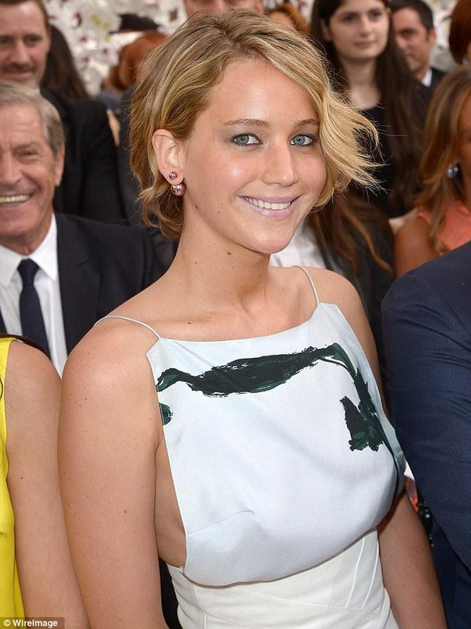 Jennifer Lawrence đen và xuống sắc nhiều