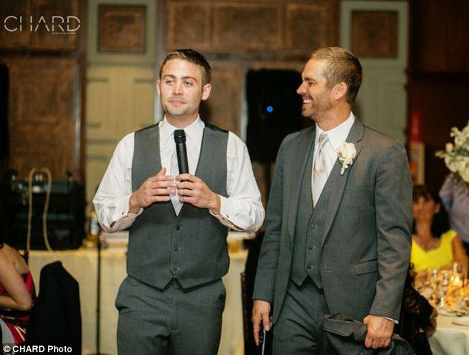 Paul Walker tham dự đám cưới em trai Cody (trái)