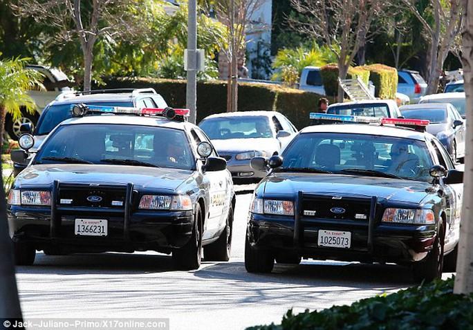 Cảnh sát đến hiện trường