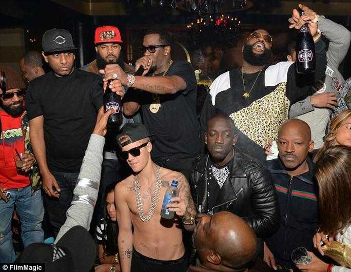 Hé lộ quá khứ bê bối của bố Justin Bieber
