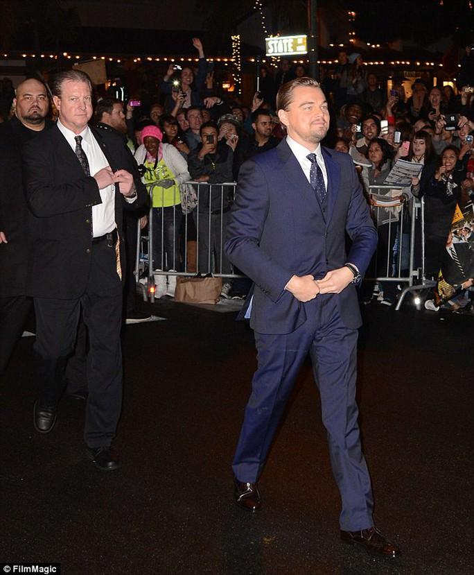 Leonardo DiCaprio bảnh bao trong vest xanh