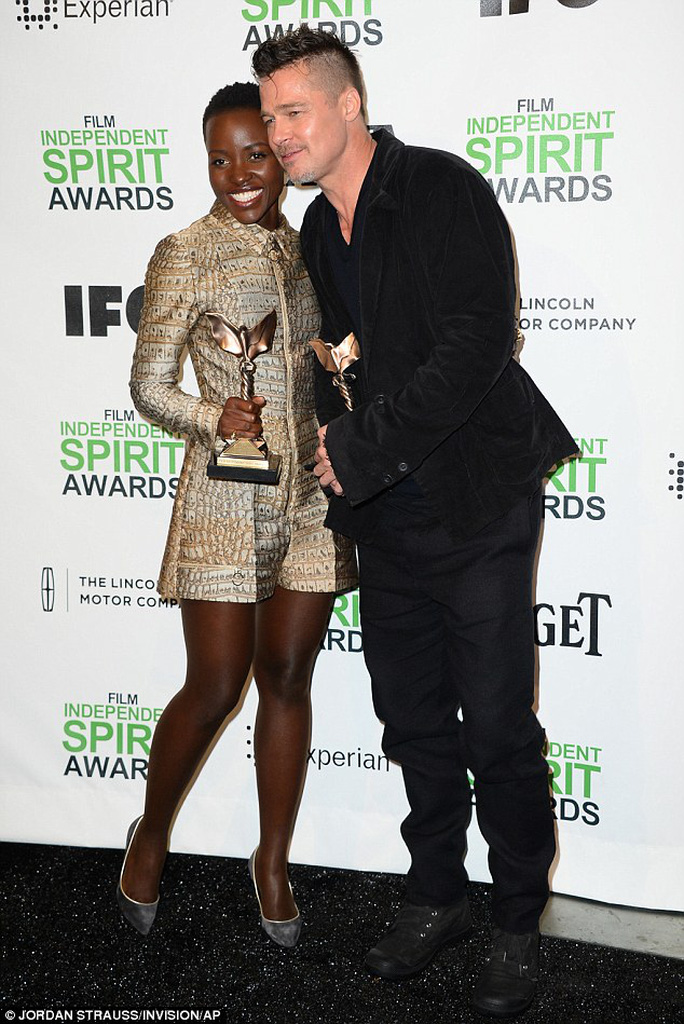 Brad và nữ diễn viên Lupita Nyongo