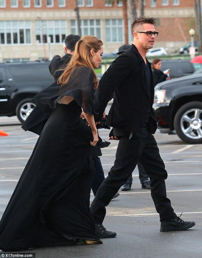 Brad Pitt - Angelina Jolie rạng rỡ sánh bước bên nhau