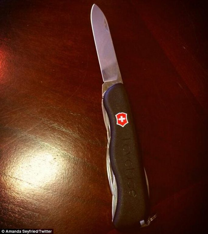 Con dao trên Twitter của Amanda