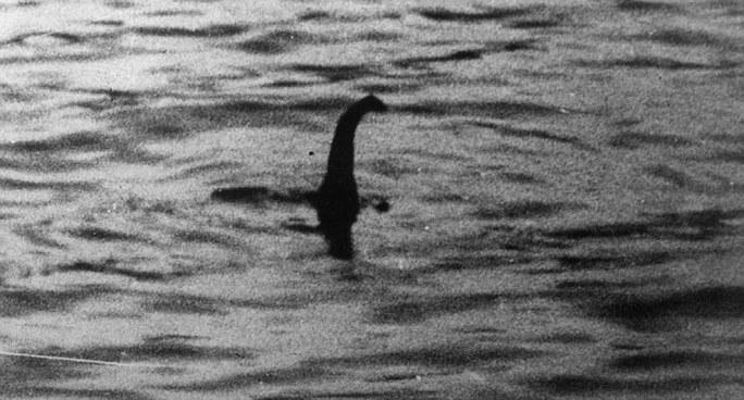 Bức ảnh chụp sinh vật được cho là thủy quái Nessie năm 1934