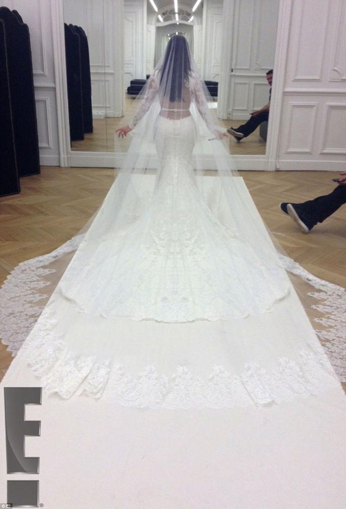 Cô dâu và đầm cưới sang trọng
