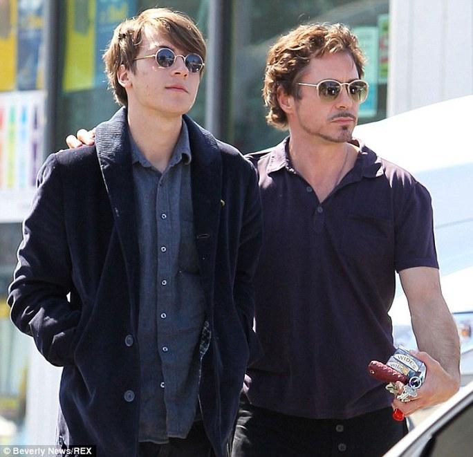 Robert Downey Jr và con trai Indio