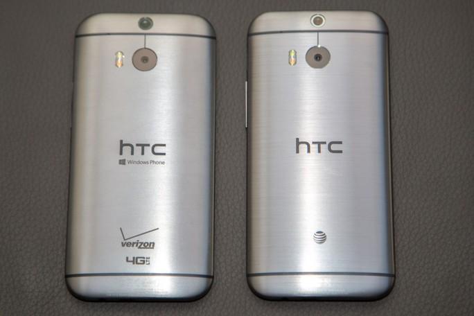 Mặt sau HTC One M8 for Windows bên trái không khác gì bản Android gốc.