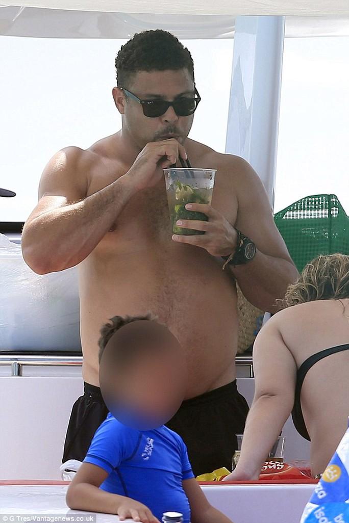 """Ro """"béo"""" nặng nề trên đảo Ibiza"""