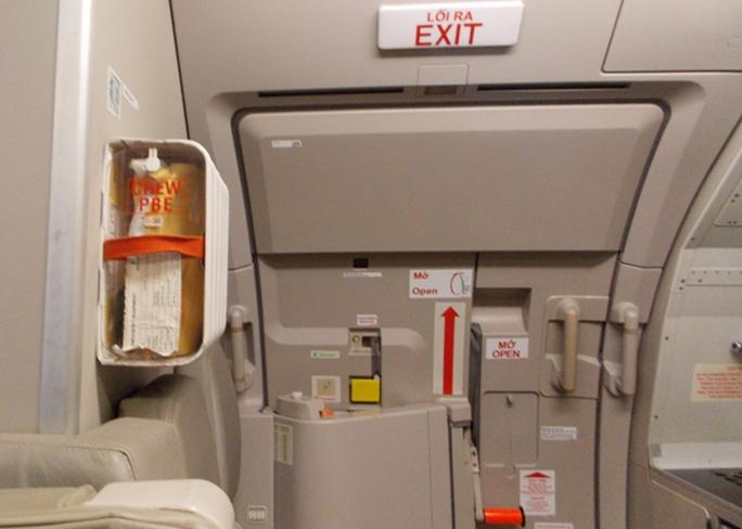 Cửa thoát hiểm trên máy bay