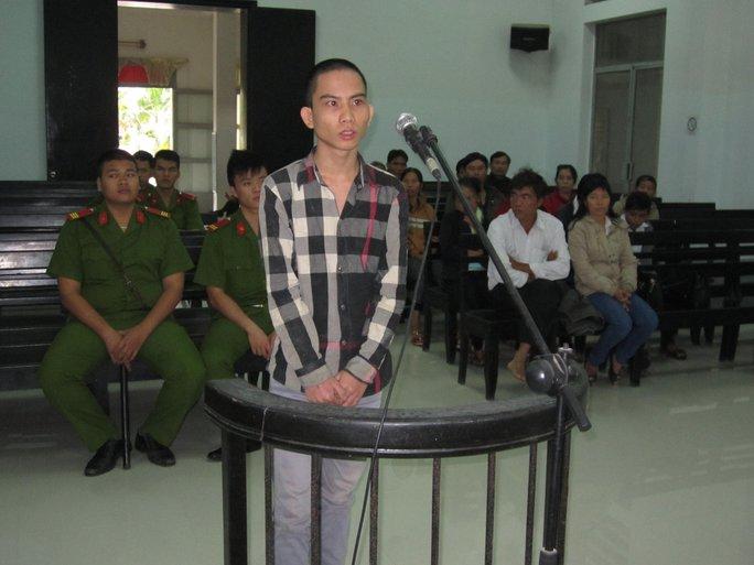 Bị cáo Nguyễn Văn Lưu trước vành móng ngựa.