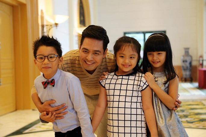 MC Phan Anh và những cô cậu nhí