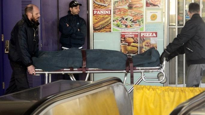 Nạn nhân thiệt mạng sau khi bị dính khăn và tóc vào thang cuốn. Ảnh: Canadian Press