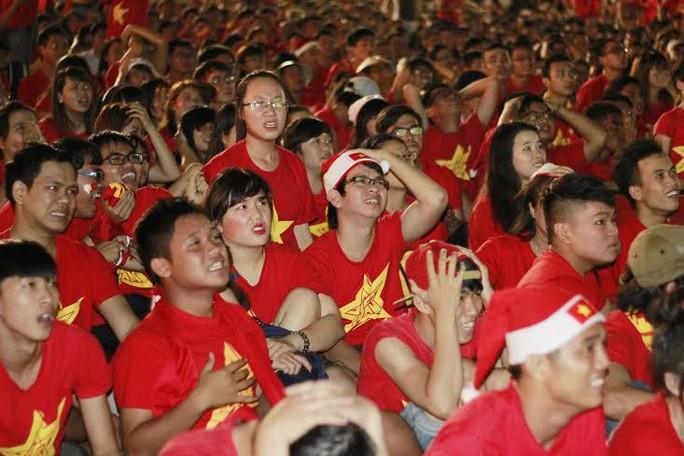 Tiếc nuối khi đội tuyển Việt Nam bỏ lỡ cơ hội