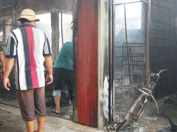 Khung cảnh tan hoang sau đám cháy ở chợ thị xã Sông Cầu