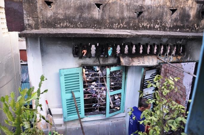 Cháy lớn thiêu rụi nhiều tài sản trong nhà. Ảnh: XUÂN DANH