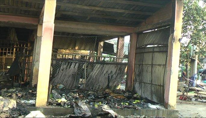 Một góc chợ Tân An bị ngọn lửa thiêu rụi                   ẢNH: TRẦN VĨNH