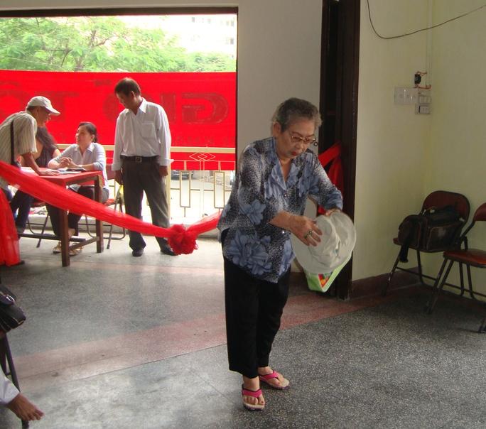 Bà bầu Kim Chưởng tại Lễ Giỗ tổ sân khấu năm 2012 được tổ chức tại Ban ái hữu Hội Sân khấu TP HCM.