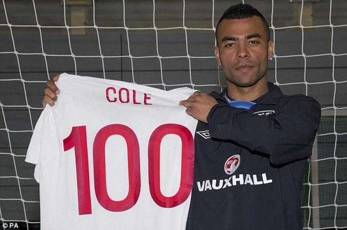 Cole đạt cột mốc chơi 100 trận cho tuyển Anh
