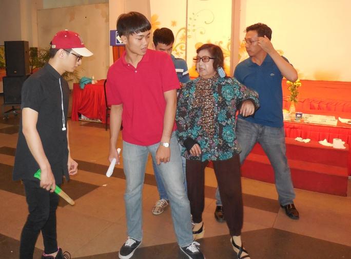 NSƯT Diệu Hiền dạy võ đạo cho nghệ sĩ trẻ