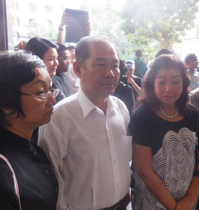 NSND Kim Cương và nhà báo Tần Nguyên tại tang lễ của nhà thơ - soạn giả Kiên Giang