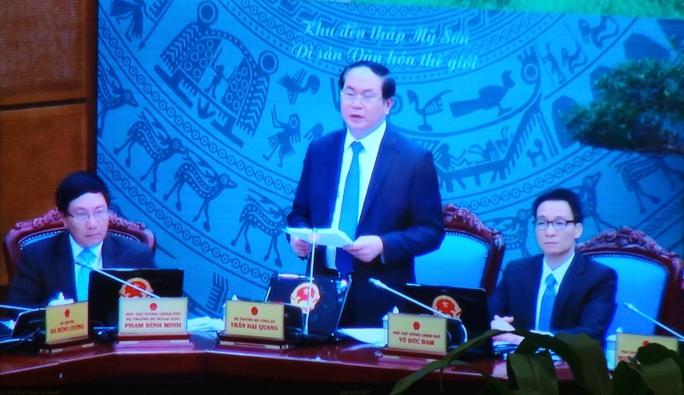 Bộ trưởng Bộ Công an Trần Đại Quang (đứng) phát biểu tại Hội nghị trực tuyến toàn quốc của Chính phủ với các địa phương sáng 29-12