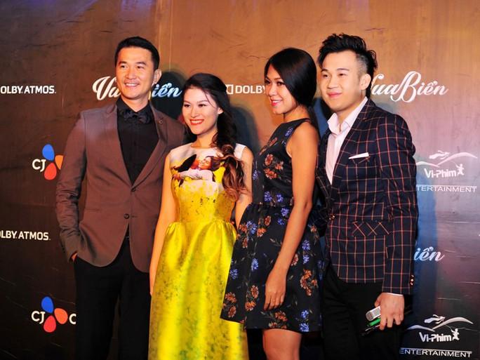 Từ trái qua: Diễn viên Quốc Cường, Ngọc Thanh Tâm, Đinh Y Nhung và ca sĩ Dương Triệu Vũ